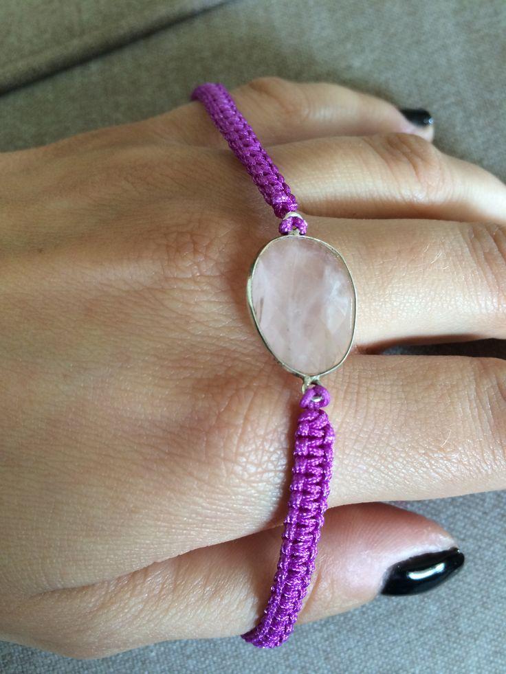 Pink quartz w purple macrame
