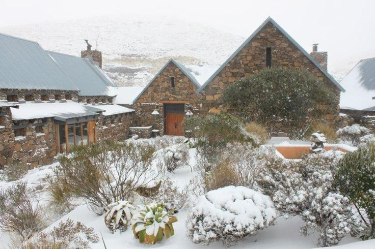 In a secluded region of South Africa where the hand of man has brushed it but slightly, you will find a secret gem, Tenahead Mountain Lodge a spectacular 5 star lodge situated 2500 meters above sea level and surrounded the breath-taking Drakensburg, Wittleberg and Maluti Mountains.