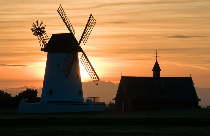A perfect sunset picture in Lytham St Annes.