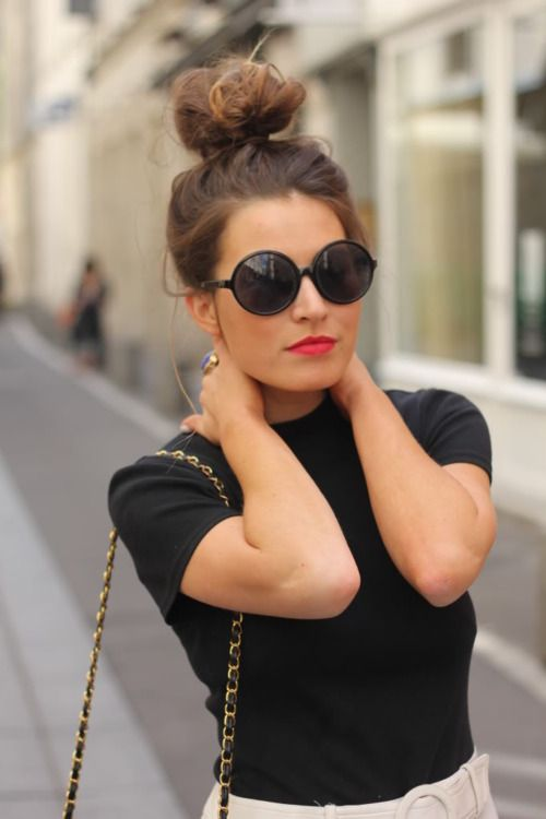 love the big sunglasses, red lips, and bun: High Buns, Pink Lips, Red Lips, Messy Buns, Lips Colors, Bright Lips, Round Sunglasses, Hair Buns, Tops Knot