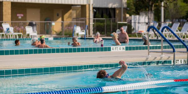 Rolling Greens Mhp Home 3 Year Round Heated Outdoor Pools Lap Pool Social Pool And Therapy Pool 55 Community Outdoor Pool Therapy Pools Ocala Florida