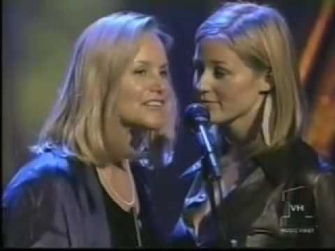 Jewel and her mom sing Rudolph -