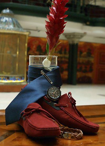 Zapatos rojos, corbata y reloj Aldo Conti. #AldoConti #Argento #Moda #Hombres #Accesorios #Estilo #Elegancia #Accesorios #Caballero #BuenGusto #Jewerly #FashionMen #FashionStyle #Menswear #Elegant #Gentlemen #Fashion  #Watch #Wallet #FallWinter #2014  #Modernman #Shoes