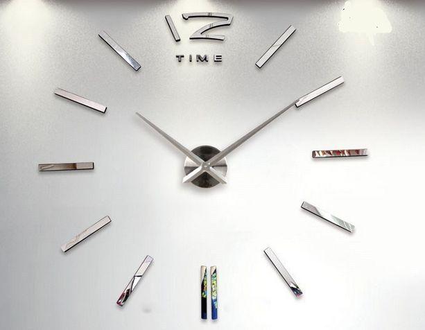 Tee-se-itse iso seinäkello. Tällä suurella kellolla saat seinällesi näyttävyyttä. Kello sommiteltavissa haluttuun kokoon välillä 70 - 130cm (halkaisija).  Kellon osat ovat tiivistä vaahtomuovia, pintaan kiinnitetään kiiltävä tarra. Kello toimii yhdellä AA-paristolla (HUOM! Paristo ei sisälly pakkaukseen!) Tuntiviisarin pituus 31,5cm, minuuttiviisarin pituus 39cm, koneiston halkaisija 12cm.  Pakkaus sisältää kaikki kellon osat, erillisiä liimoja ei tarvita. Kellon väri kirkas metalli / peili.