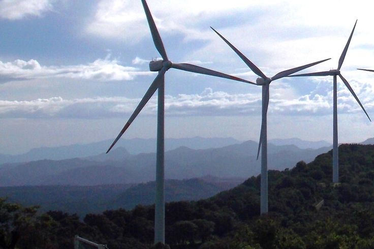 El parque eólico es un nuevo atractivo de Santa Ana, lugar denominado la ciudad de los vientos, se encuentra a unos 20 minutos de Tegucigalpa, Honduras.