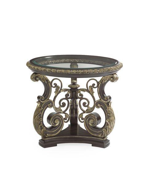 Шикарный приставной стол из коллекции Mezzanotte. Стеклянная столешница и изящная основа стола декорированы золотым узором. Изготовлен из дерева твердой породы с применением шпона дуба и металла.             Материал: Металл, Стекло, Дерево.              Бренд: Schnadig.              Стили: Классика и неоклассика.              Цвета: Темно-коричневый.