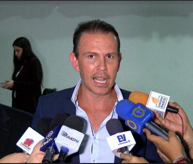 Diputado Carlos Lozano denunció escasez de insumos en la Maternidad del Sur - http://www.notiexpresscolor.com/2016/10/14/diputado-carlos-lozano-denuncio-escasez-de-insumos-en-la-maternidad-del-sur/