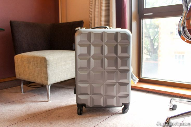 Finally another Travel Gear Post here on JoyDellaVita! This Time I'm introducing to you my Travel Partner for longer Trips, a PRIMARK Suitcase in Size M. Larger than carry-on type 'S&#8…