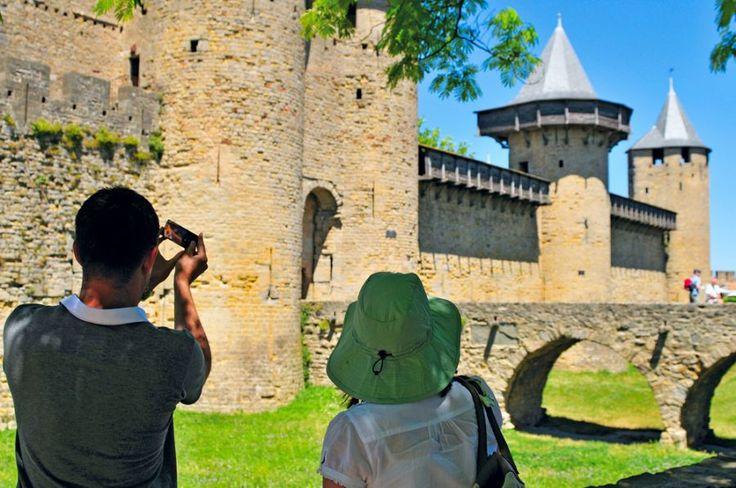 Jedna z największych atrakcji turystycznych Francji - Carcassonne:  http://www.eurocamp.pl/miejsca-warte-odwiedzenia/francja/carcassone-langwedocja-francja