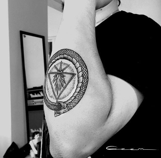 #ouroboros #tattoo #ouroborostattoo #tatuaje #geem #tattoodesign #snake #snaketattoo #blacktattoo #blackwork #blackink #blackworkers #mexico www.facebook.com/geemtattoo/
