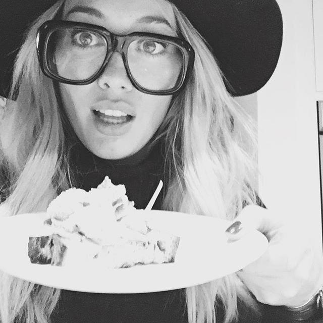 Pin for Later: Elles Ont Fait Quoi les Célébrités Pendant le Weekend de Thanksgiving?  Hilary Duff a mangé les restes.