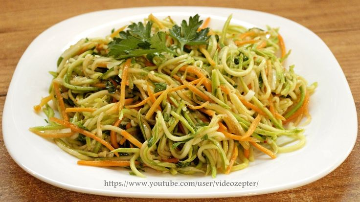 Приготовление вкусного и оригинального салата в пикантном корейском стиле из кабачков - видео рецепт. Чтобы сохранить его на зиму, нужно разложить салат по с...
