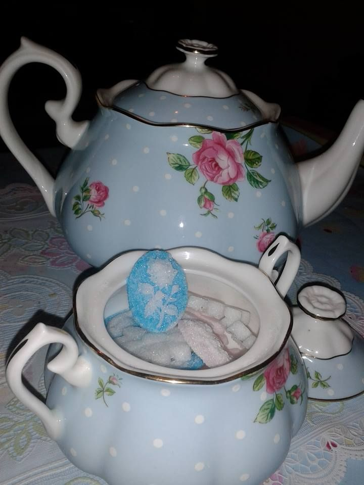 Like the nerd I am, I made some shaped sugars to match my teaset. White, Pink and Blue cameos, mostly with roses.