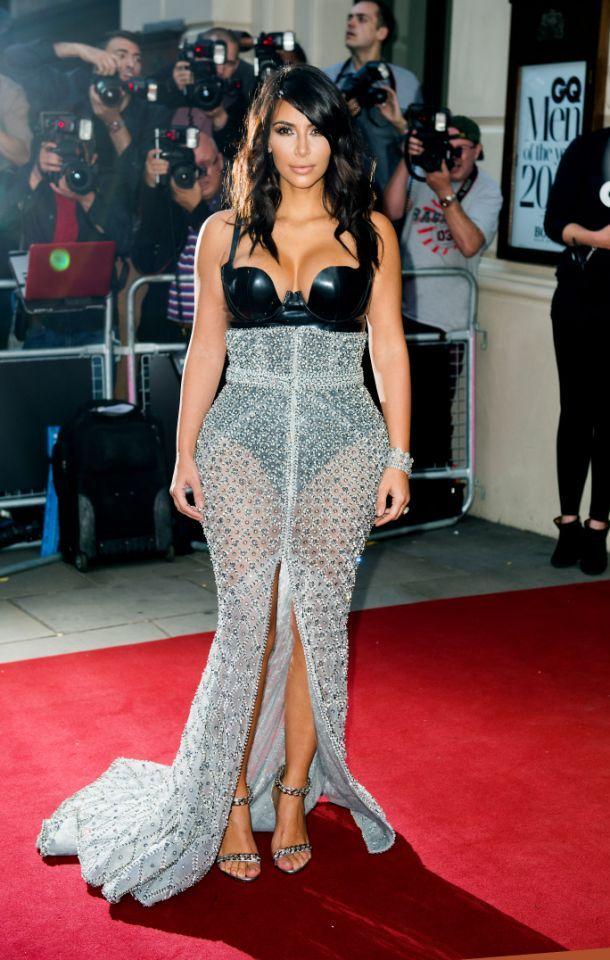 (GALERÍA) Los looks de alfombra roja más icónicos de Kim Kardashian a sus 40 años Gq Men, Roberto Cavalli, Kim Kardashian, Versace, Fall 14, Ralph And Russo, Vestidos Vintage, Celebrity Red Carpet, Celebs