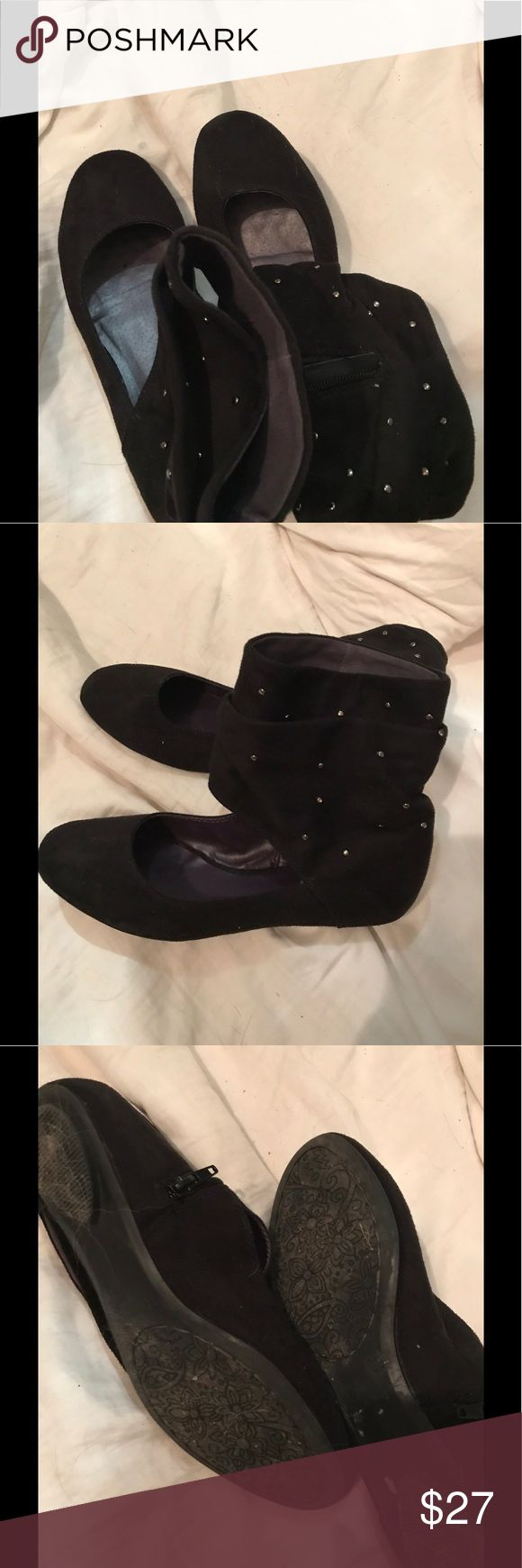 Slouchy Black Faux Suede Studded Flats This shoes are really cute! I tried wearing them once but never left the house in them. They really don't fit me, I wasn't sure what size a 39 was. The uppers are in EUC and the soles show very little wear. Graceland Shoes Flats & Loafers