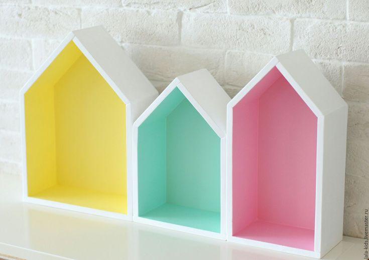Купить или заказать Комплект из 3х полочек-домиков в интернет-магазине на Ярмарке Мастеров. Деревянный домик-полочка станет ярким акцентом в детской Вашего малыша! Это удобная полочка, на которой можно разместить любимые игрушки и декор; ее можно использовать для игр в качестве кукольного домика. Полочки можно вешать по отдельности или собрать из них целую композицию. Цвет полочки может быть любой!