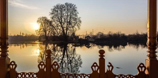 Kashmir Houseboats Tour Offering You Bundle of Romantic Moments...................... http://www.naazkashmir.com/blog/kashmir-houseboats-tour-offering-you-bundle-of-romantic-moments/