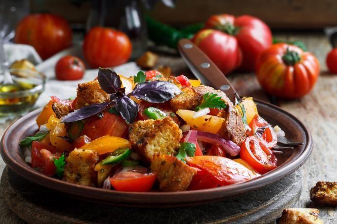 Panzanella: la ricetta originale toscana e 10 varianti