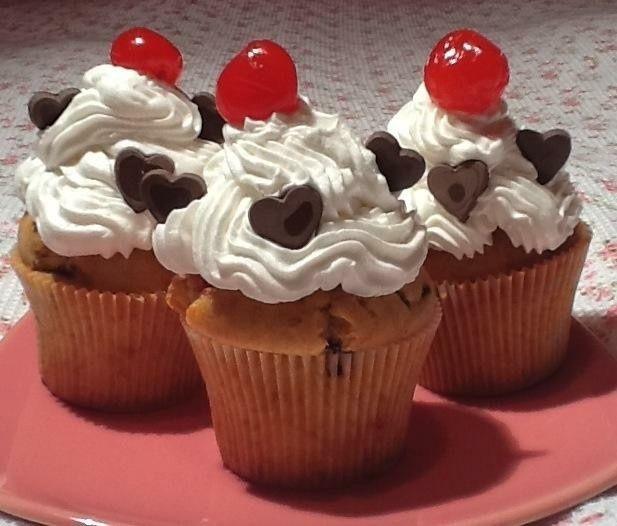 Damla çikolatalı cupcake tarifi için siteye davetlisiniz :) Çikolatalı cupcake nasıl yapılır.5 dakikada cupcake nasıl süslenir?krema ile cupcake nasıl süsl