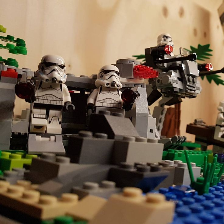 The storm troopers are getting ready for a new week ! #monday #legostarwars #darkside #legocity #legotable #afol #moc #bricks #construction #lego