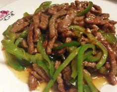 Necesitamos   400 gramos de ternera (2 filetes ) (falda)  2 pimientos verdes  10 gramos de salsa de soja.  50 gramos de aceite de oliva.  ...