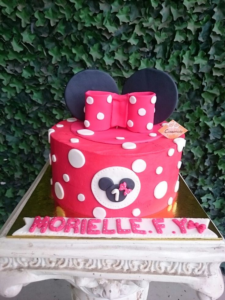 A Minni Mouse Customized Mocha Chocolate Buttercream Cake for a 1 Year daughter!  Red and Polkadots themed for Morielle's Birthday! Such a cute yet stunning Birthday Cake.  Contact us via Whatsapp 0878.77.888.586 for order and more information.  #cassonade #cassonadecake #Customizedcake #birthdaycake #minniemouseparty #minnie #homemade #cakeonlinejkt #cakejkt #dessert