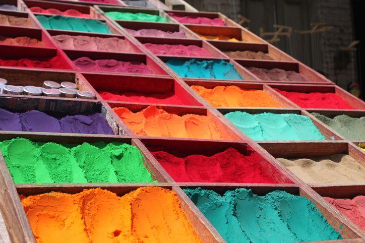 [Katmandu in 10 scatti] Arcobaleni per dipingere le stoffe