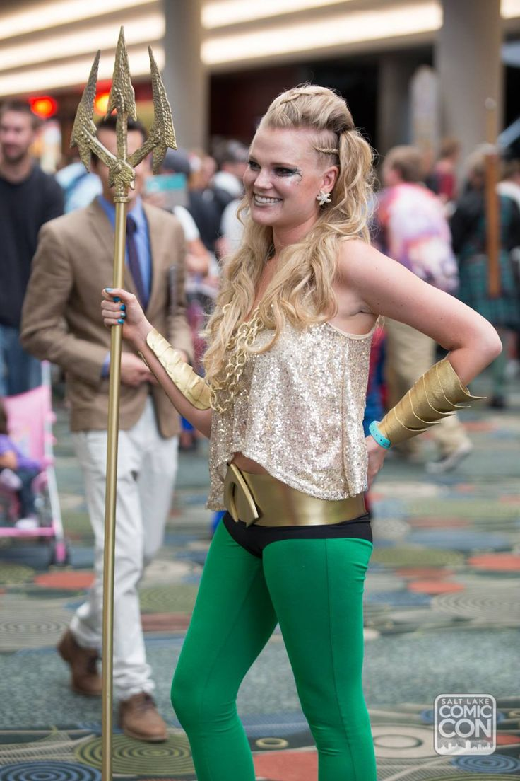 Female Aquaman cosplay at Salt Lake Comic Con 2014.