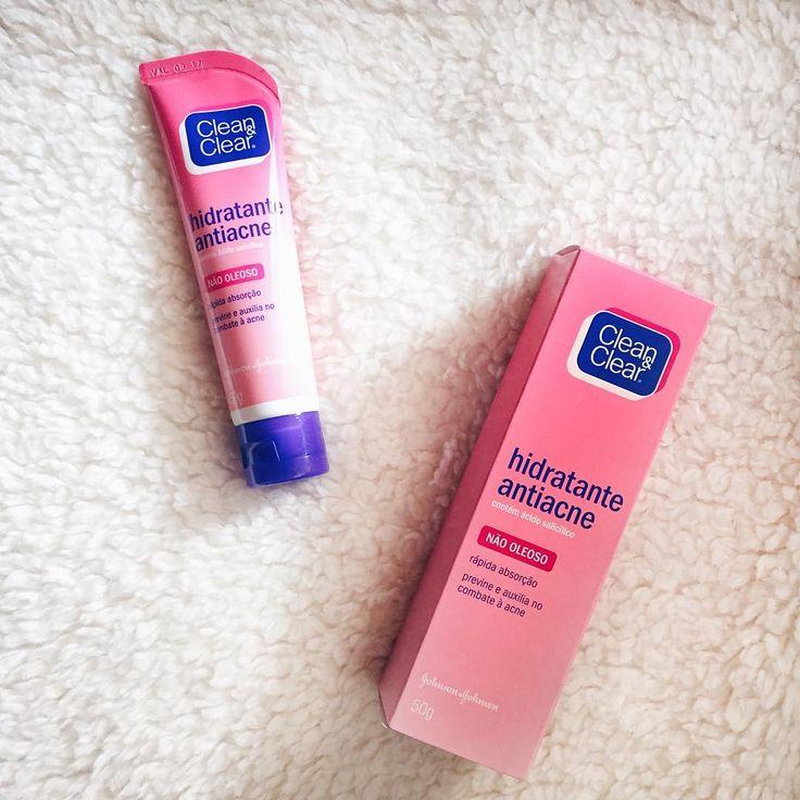 O melhor hidratante pra pele oleosa e mista do mundo  segundo que eu compro porque não dá pra viver sem! @cleanandclear . . . . . #beauty #product #cleanandclear #skincare #blogger #brunismos