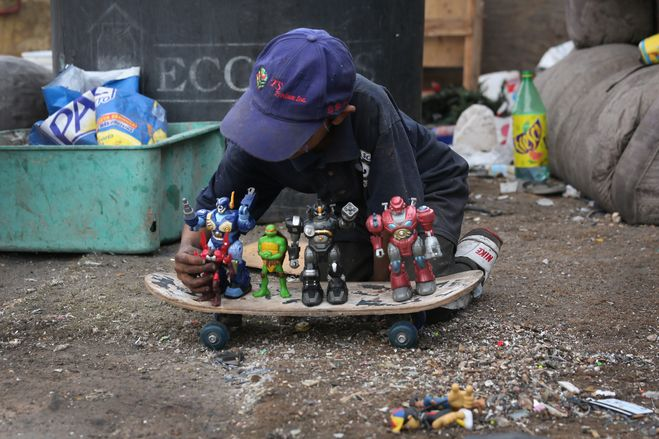 A boy played with toys found at a garbage dump in Nogales, Mexico, March 5. The World Bank estimates the total amount of garbage generated by urban residents around the world will surge to 2.2 billion tons a year in 2025 from 1.3 billion in 2012.