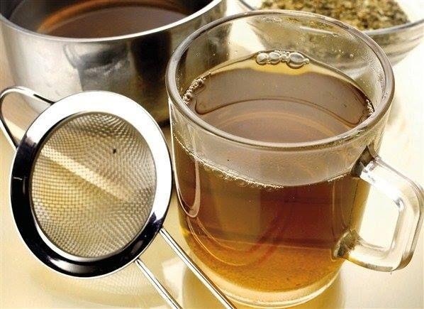 Recept na snížení vysokého tlaku - 5 lžic jehličí z borovice  2 lžíce šípku 2 lžíce cibulových šupiek