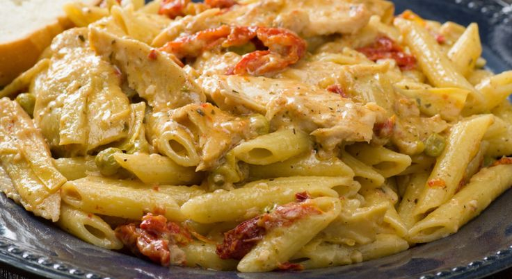 Μια συνταγή για ένα γρήγορο, εύκολο για αρχάριους, νοστιμότατο πιάτο για το καθημερινό  οικογενειακό τραπέζι Κοτόπουλο με πέννες