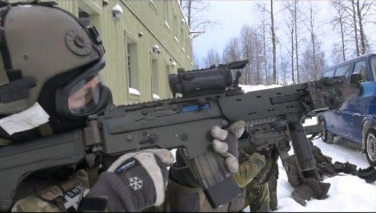 Swedish Armed Forces (Fallskärmsjägarna) Rangers during a CQB exercise.
