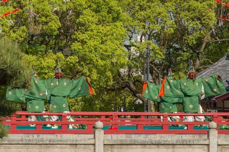https://flic.kr/p/GnQ1yf | Ancient Bugaku Dance at Shitennō-ji in Osaka, Japan. | Chikyū bugaku (地久 舞楽), a masked dance, in honour of Prince Shōtoku's (聖徳太子) passing away (April 22nd). This is part of the Shōryōe Bugaku Memorial Service (聖霊会舞楽大法要) at Shitennō-ji (四天王寺) in Osaka.