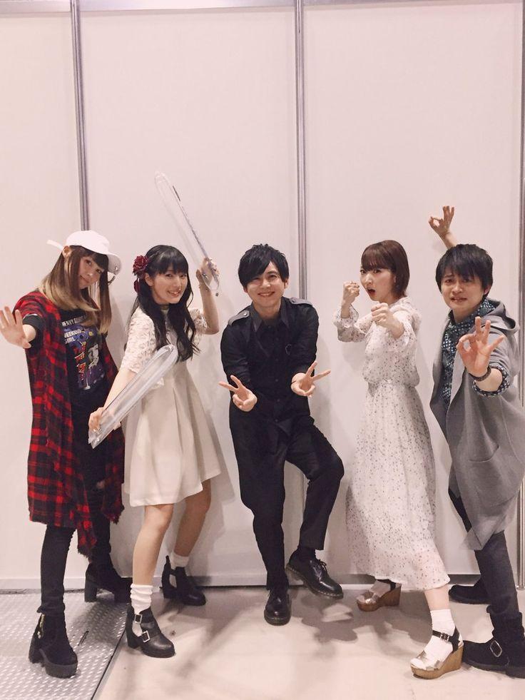 小林ゆう_公式 @holy_kobayashi 3月26日 その他 ◎小林ゆうですなう。アニメジャパン2017 『進撃の巨人』ステージご覧頂いた皆様、お足もとが悪い中お越し頂きありがとうございました!Season2もよろしくお願いいたします!お写真は公式のものと違うポーズで撮りましたよ〜! #shingeki #animejapan