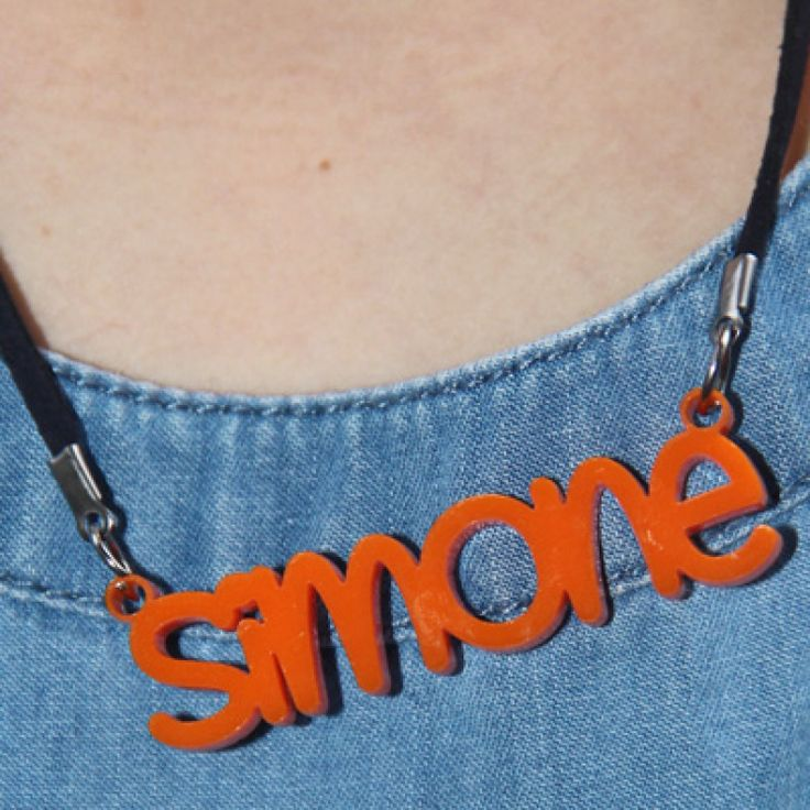 Custom name necklaces for kids in acrylic. Choose your color and your font! Super easy and oh so cool.