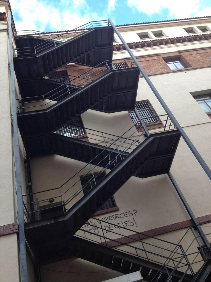 M s de 25 ideas incre bles sobre escaleras de emergencia for Escaleras metalicas planos