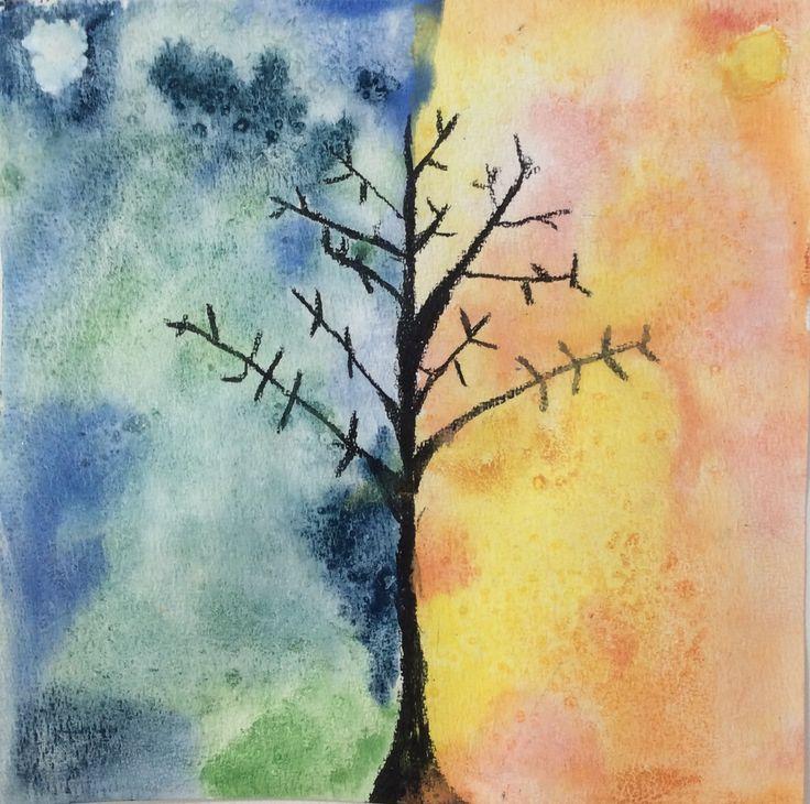 1. klasse har arbejdet med farvelæret og opgaven gik ud på at male et billede i kolde og varme farver. Efterfølgende fik vi en samtale om, hvordan de forskellige farver virker. Træerne er tegnet me…