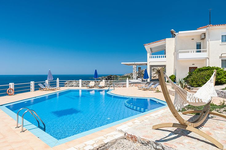 Holiday villa Penelope on the edge of the sea, Akrotiri
