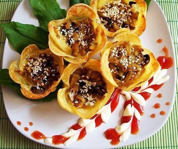 Как приготовить картофельные цветочки-корзиночки с начинкой - рецепт, ингридиенты и фотографии