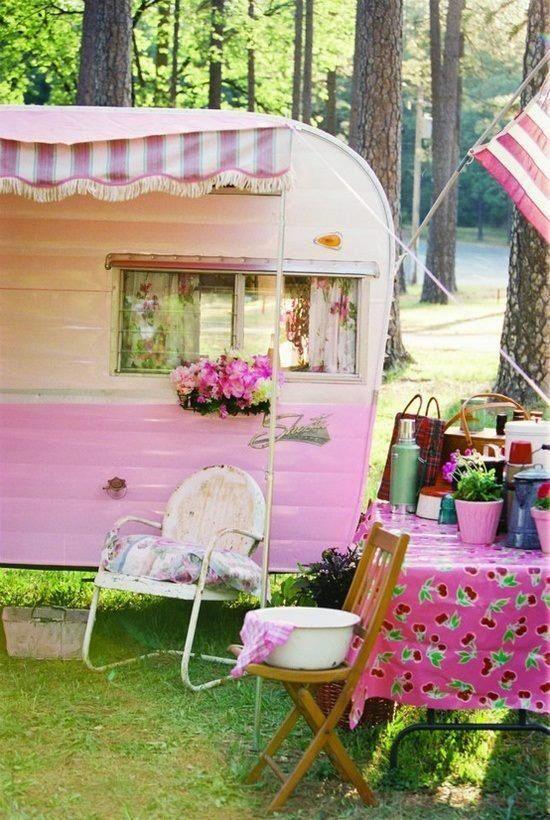 Vintage Camper Pink LOVE It