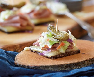 Reuben Havarti Appetizers with Dofino® Creamy Havarti Cheese Slices #appetizer #havarti