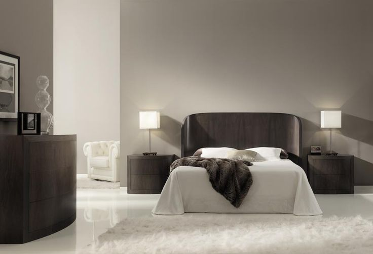 Diseño elegante y original de la firma ArtesMoble que forma un cabecero curvado que arropa y envuelve la cama.  El cabecero dispone del nogal español ordenado en su vertical y puede fabricarse para cualquier medida de somier. Bedroom, curved desing, contemporary style, made with spanish walnut wood.