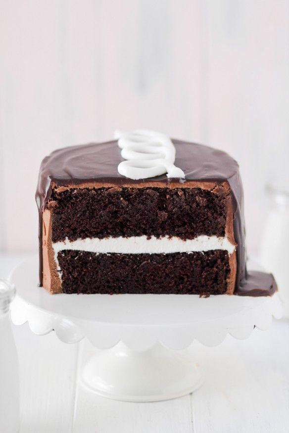 hostess cupcake cake with marshmallow creme and chocOlate frosting and ganache
