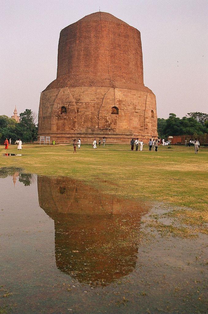 Dhamek Stupa (where Buddha gave his first sermon) in Sarnath, Varanasi_ India