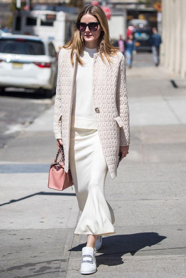 Оливия Палермо в юбке Chelsea 28, пальто Max & Co. и с сумкой Elena Ghisellini