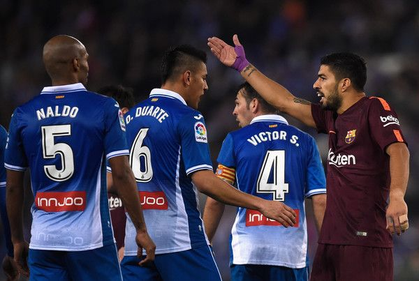Luis Suarez of Barcelona argues with Oscar Duarte of Espanyol  during the Spanish Copa del Rey Quarter Final First Leg match between Espanyol and Barcelona at Nuevo Estadio de Cornella-El Prat on January 17, 2018 in Barcelona.