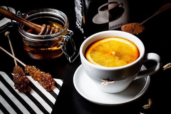 Jesień daje się we znaki? Mamy dla Ciebie przepis na rozgrzewającą kawę z kardamonem. :) #TchiboBLACK #TchiboWHITE