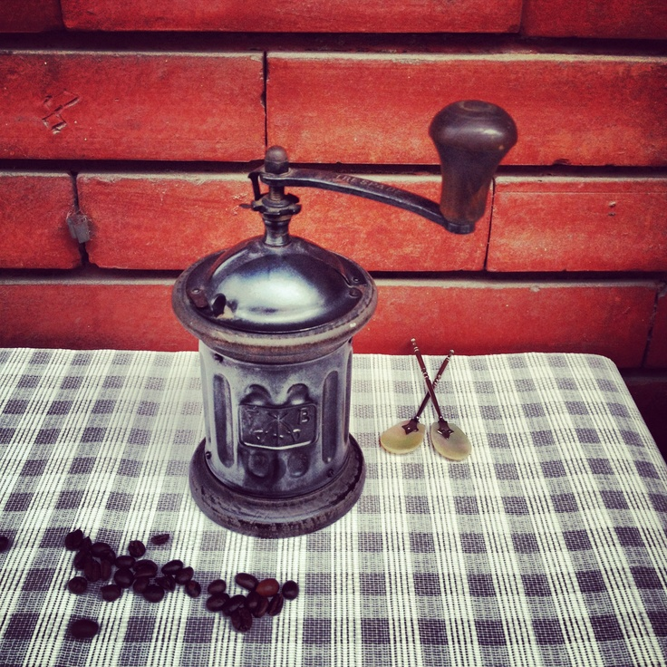 Di latta: #macinacaffe #coffee grinder #trespade #caffe