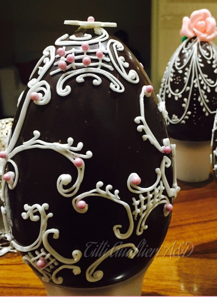 Uovo di pasqua decorato in ghiaccia reale- chocolate easter egg in royal icing - Fabergé Art